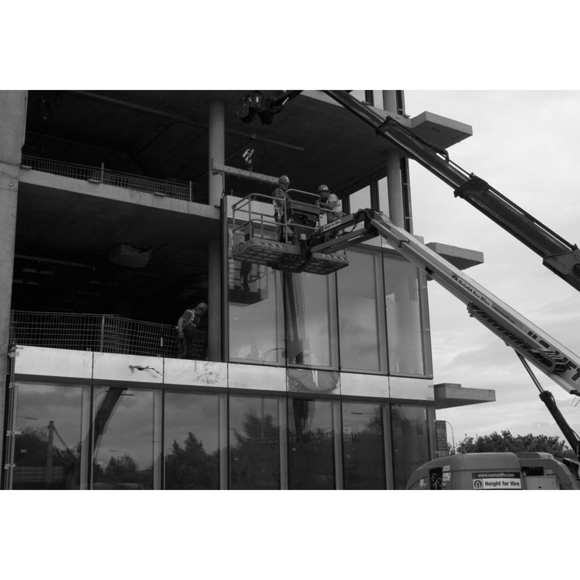 unitised curtain walling process